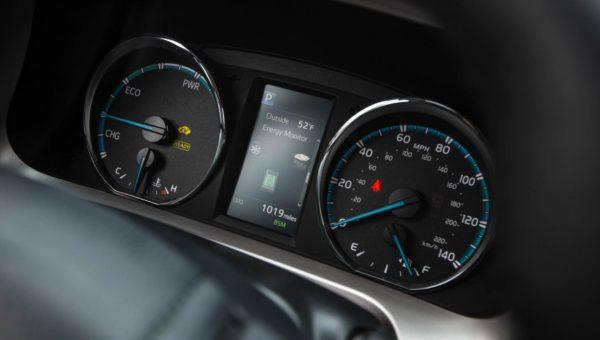 Toyota RAV4 2016 комплектации и цены.