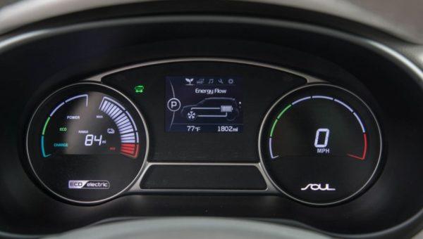 Интерьер Kia Soul EV 2016 года выпуска